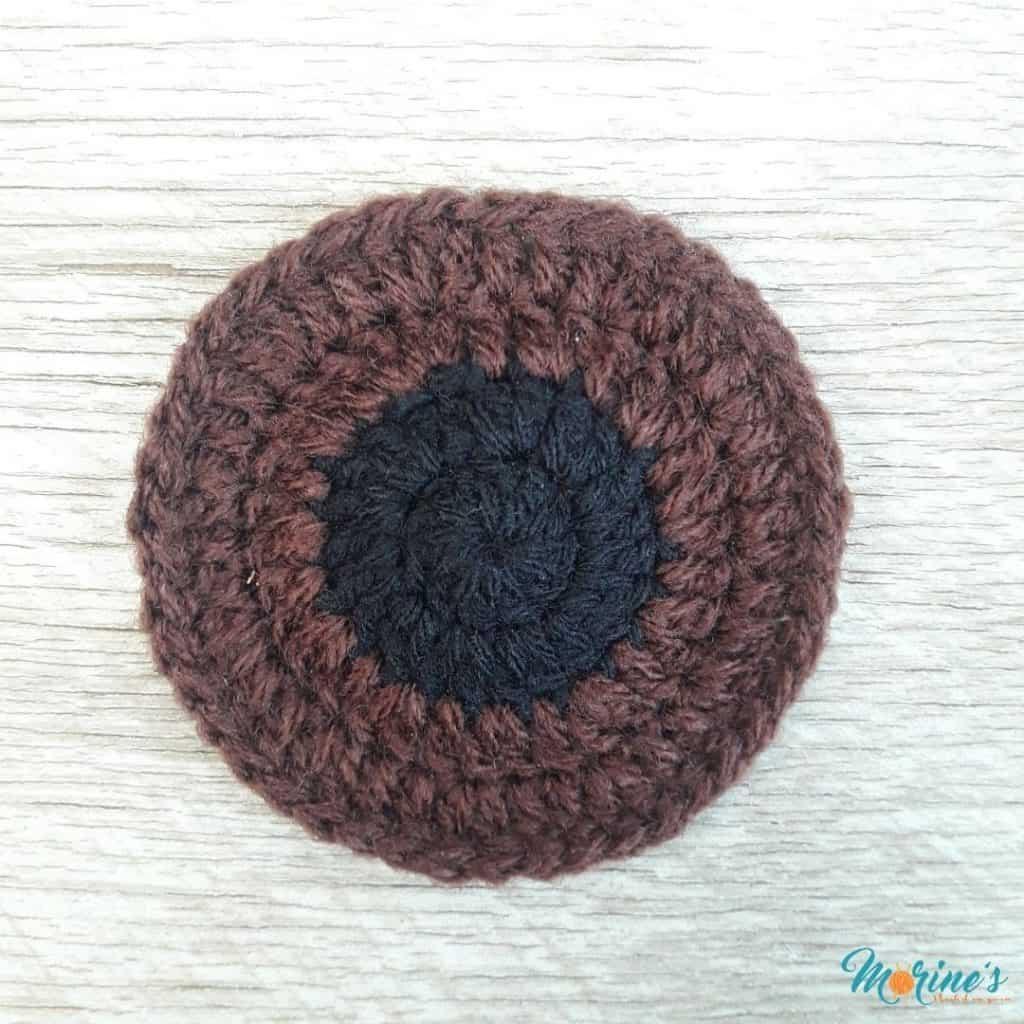 Crochet eye applique round 4