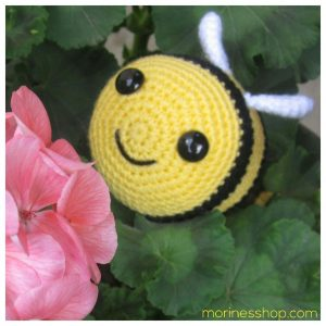 front view Heimlich the bee smiling