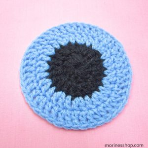 Crochet pupil and iris of the eye