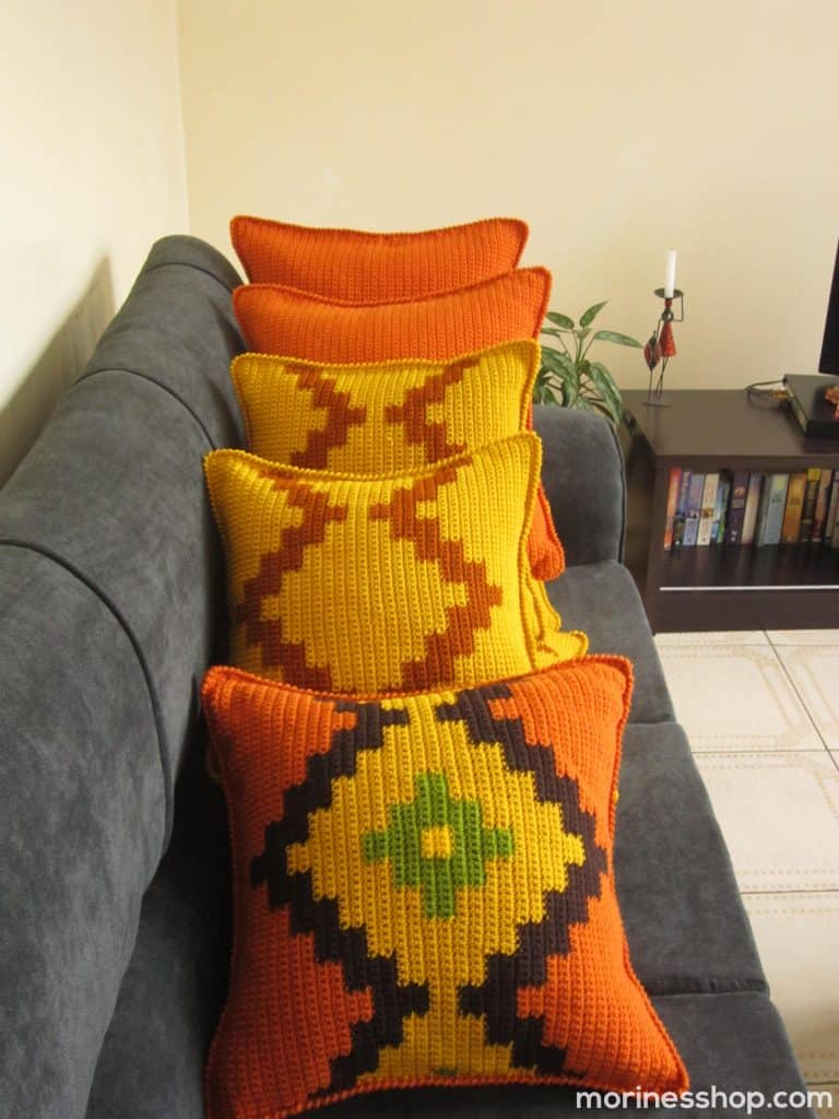 An Intarsia Crochet Cushion Cover Pattern by Morine's Shop