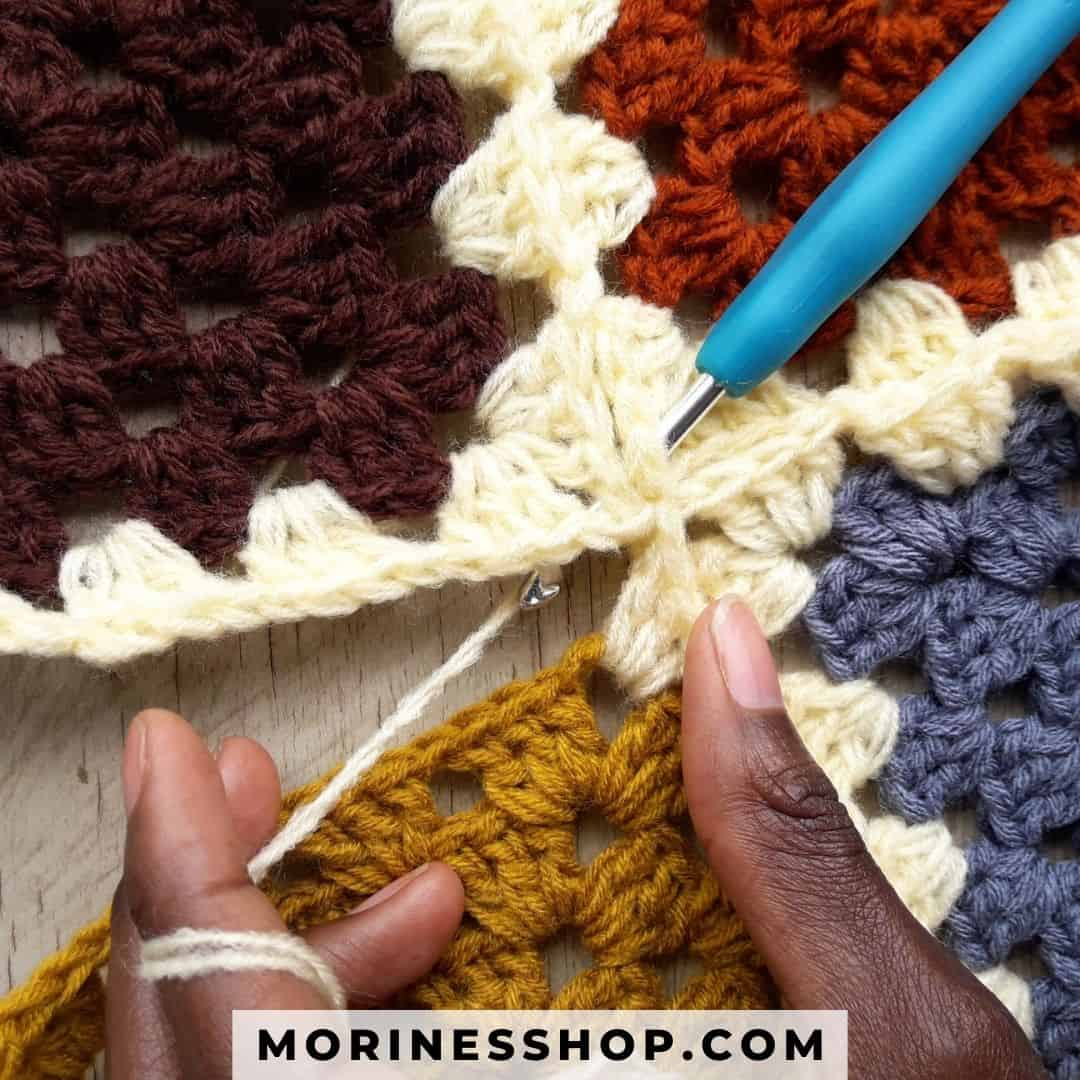 This is a join as you go method for classic granny squares tutorial featuring detailed instructions with clear step-by-step pictures. #GrannySquare #JoingrannySquare #CrochetTutorial #AttachGrannySquare #GrannySquareBlanket