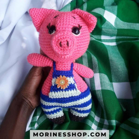 This free pattern for a cute crochet pig is sure to be a favourite among the little ones, but worth considering for your own as well. #CrochetPig #CrochetAnimal #CrochetFarmAnimal #AmigurumiPig #AmigurumiPiglet