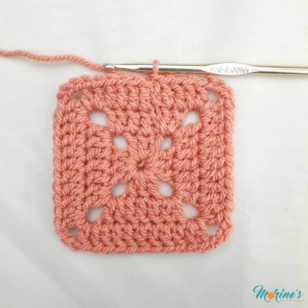 Crochet solid granny square row 3